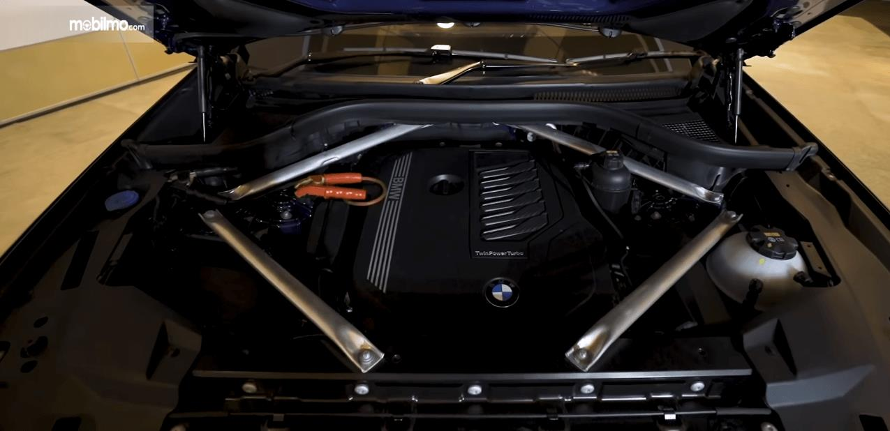 Gambar ini menunjukkan mesin mobil All-New BMW X5 xDrive40i xLine 2019