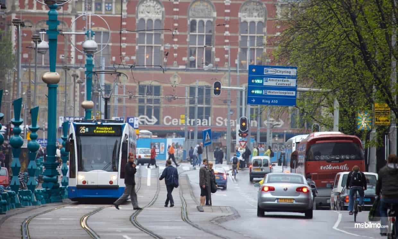 Pemandangan lalu lintas di Kota Amsterdam