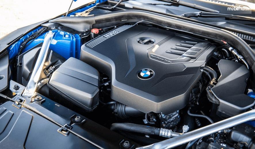 Gambar ini menunjukkan mesin BMW Z4 sDrive30i M Sport 2019