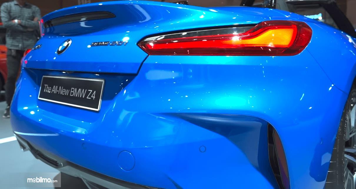 Gambar ini menunjukkan bagian belakang BMW Z4 sDrive30i M Sport 2019