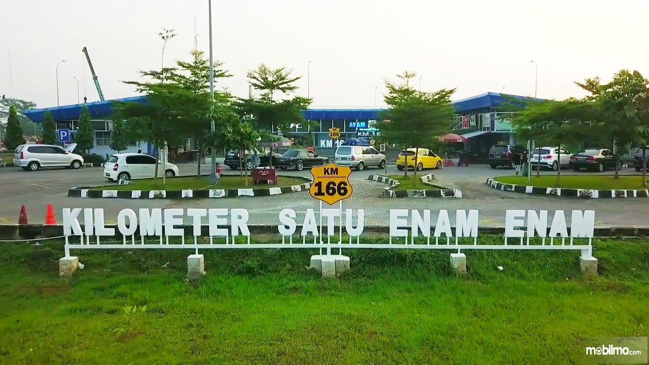 Foto salah satu rest area di jalan tol Jawa barat