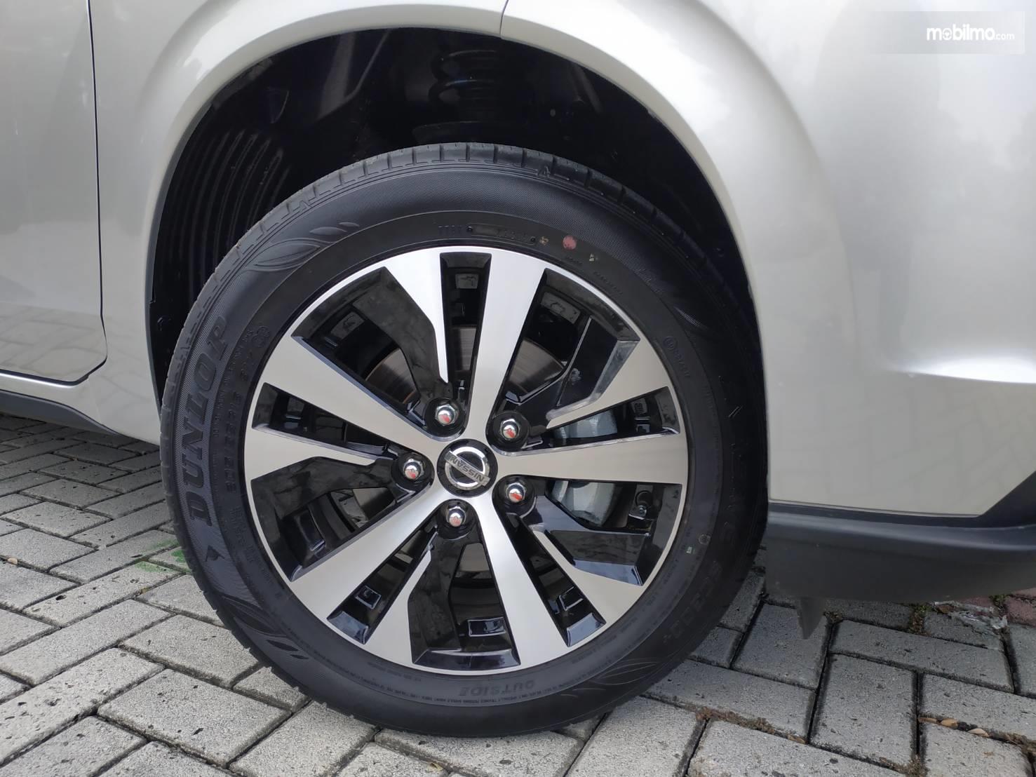 Tampak Ban dan pelek All New Nissan Livina 2019