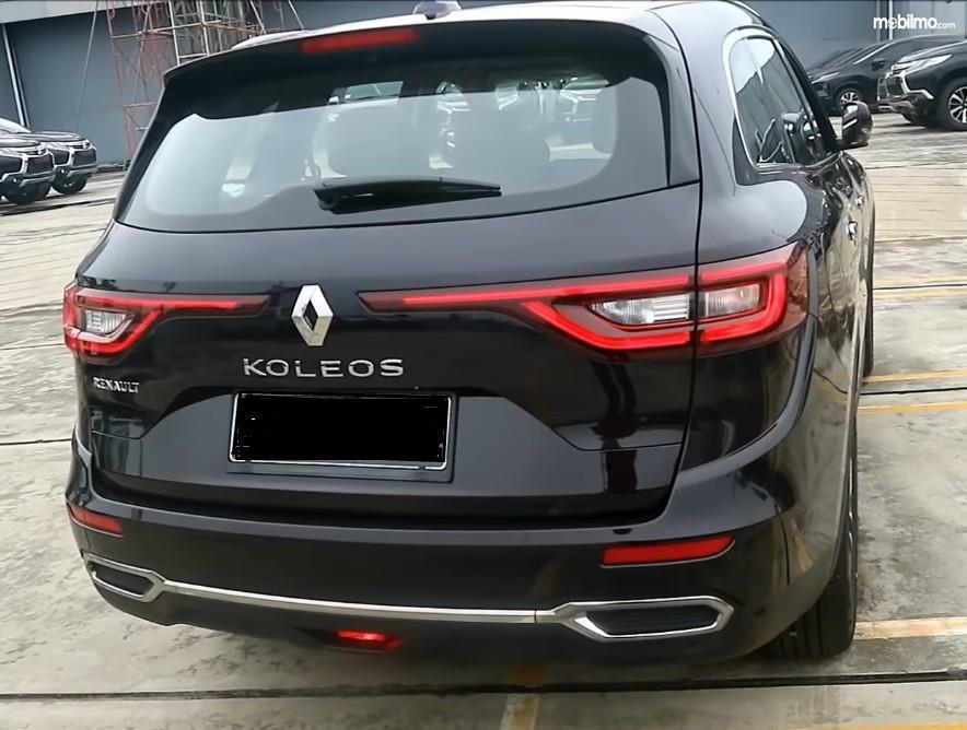 Gambar ini menunjukkan bagian belakang Renault Koleos 2.5 Signature 2019