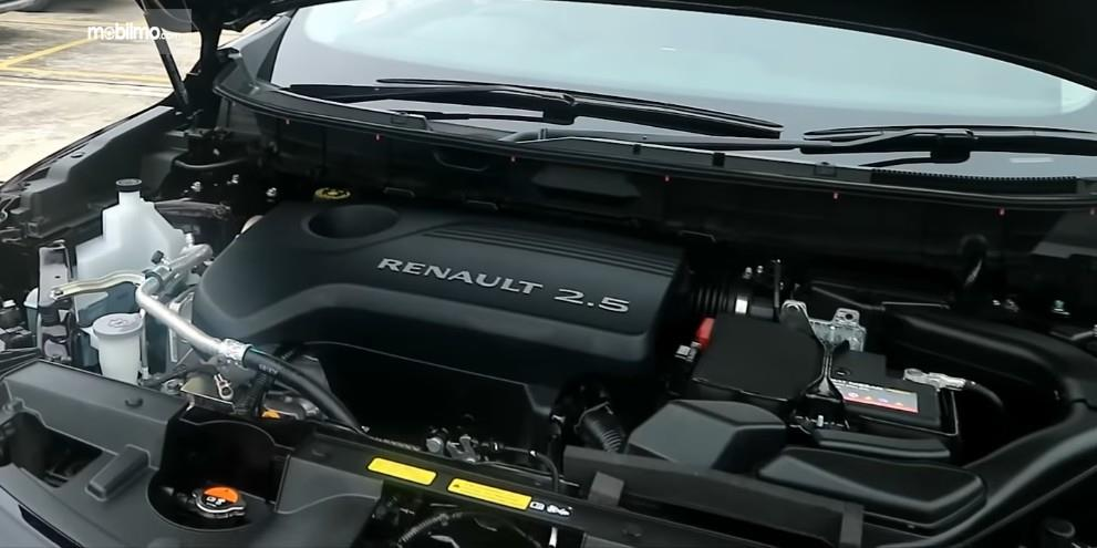 Gambar ini menunjukkan mesin mobil Renault Koleos 2.5 Signature 2019
