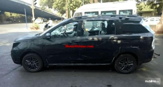 Gambar ini menunjukkan bocoran mobil Suzuki Ertiga baru di India