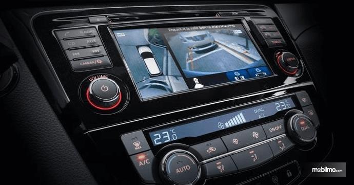 Gambar ini menunjukkan fitur Fitur Intelligent Around View Monitor pada mobil Nissan Qashqai 2019
