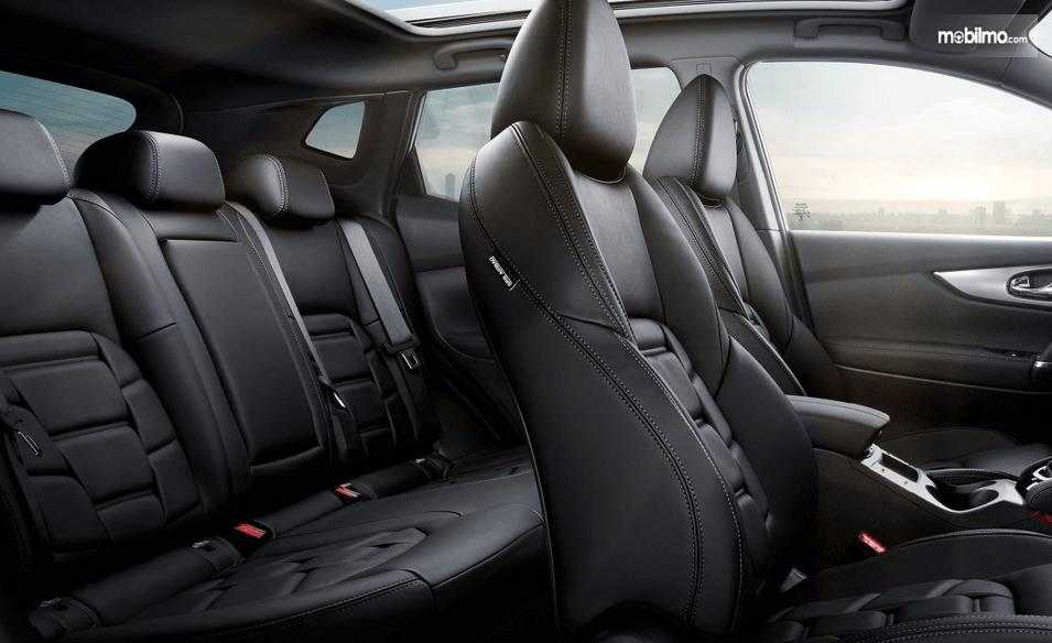 Gambar ini menunjukkan jok mobil yang terdapat pada Nissan Qashqai 2019