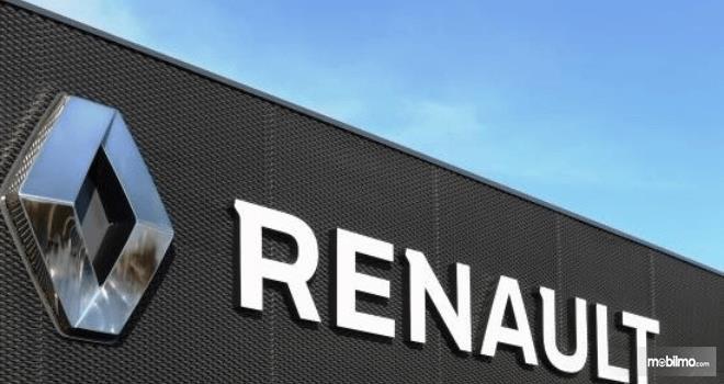 Gambar ini menunjukkan logo dan tulisan Renault