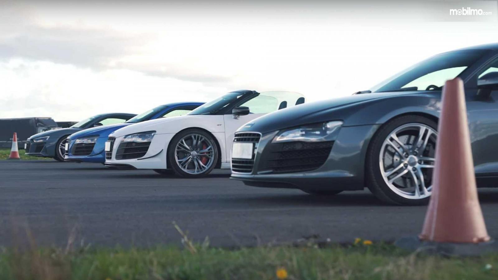 Foto empat Audi R8 adu drag race
