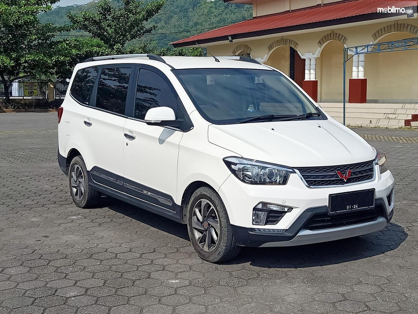 Foto Wuling Confero S, low MPV paling murah di Indonesia