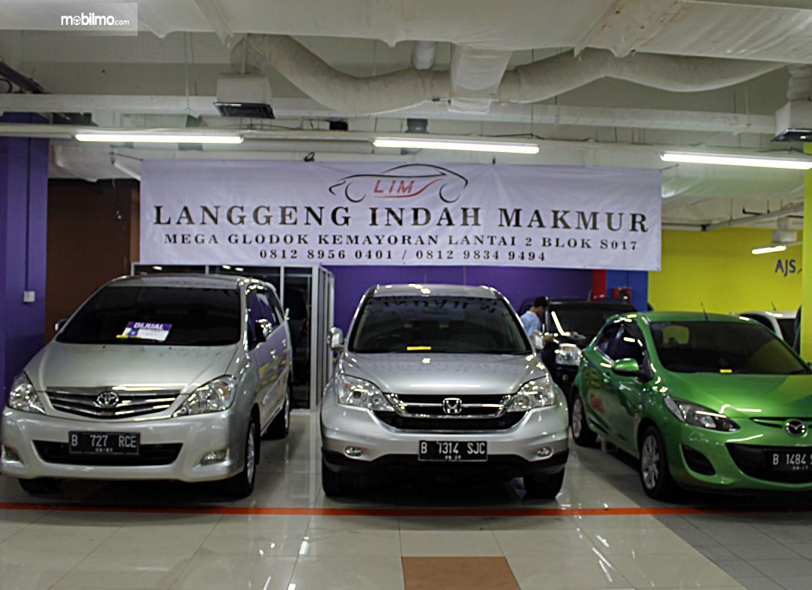 Foto mobil-mobil dijual di diler mobil bekas di MGK Kemayoran