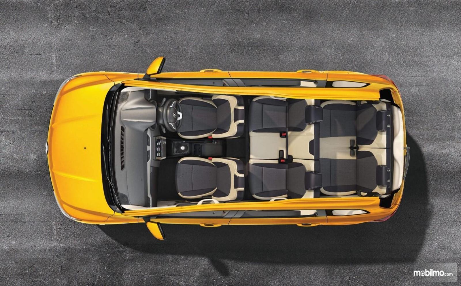 Foto menunjukkan bagian kabin Renault Triber berkapasitas 7 penumpang