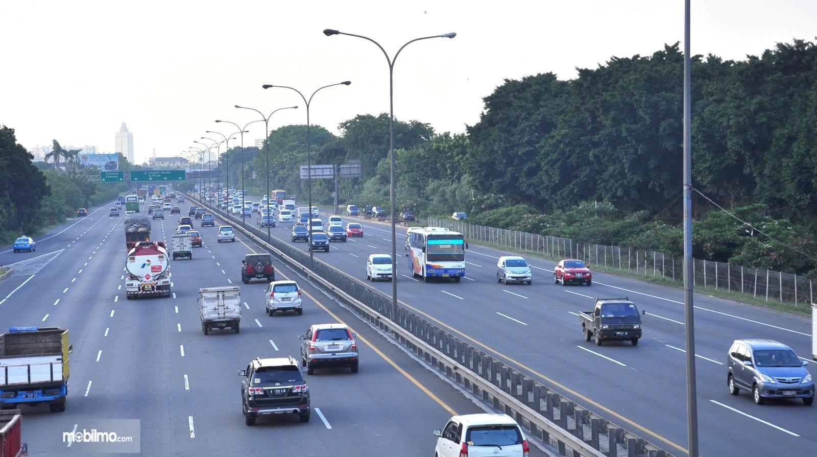 Foto menunjukkan salah satu situasi lalu lintas di jalan tol