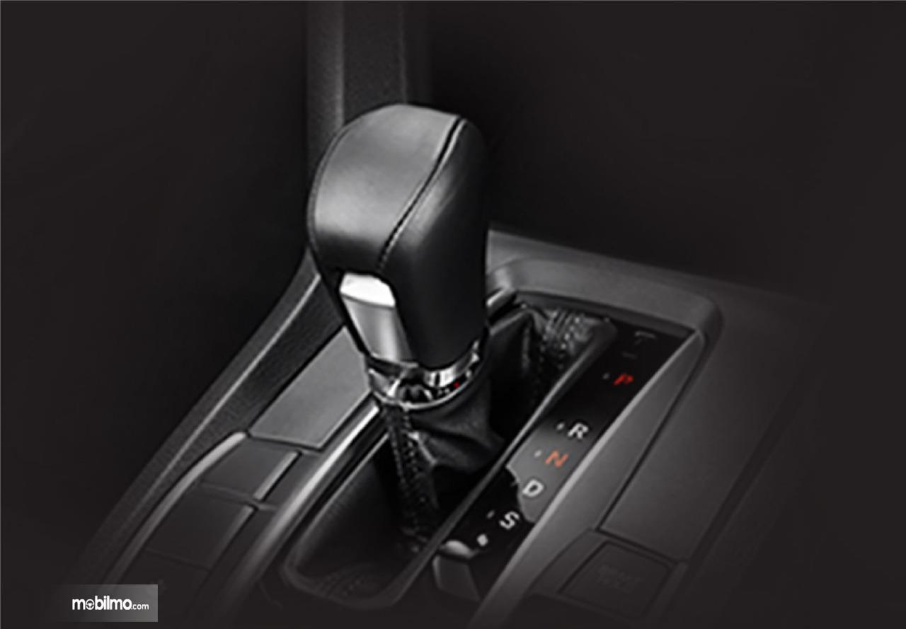 Tampak tuas transmisi Honda Civic Turbo 1.5L 2019