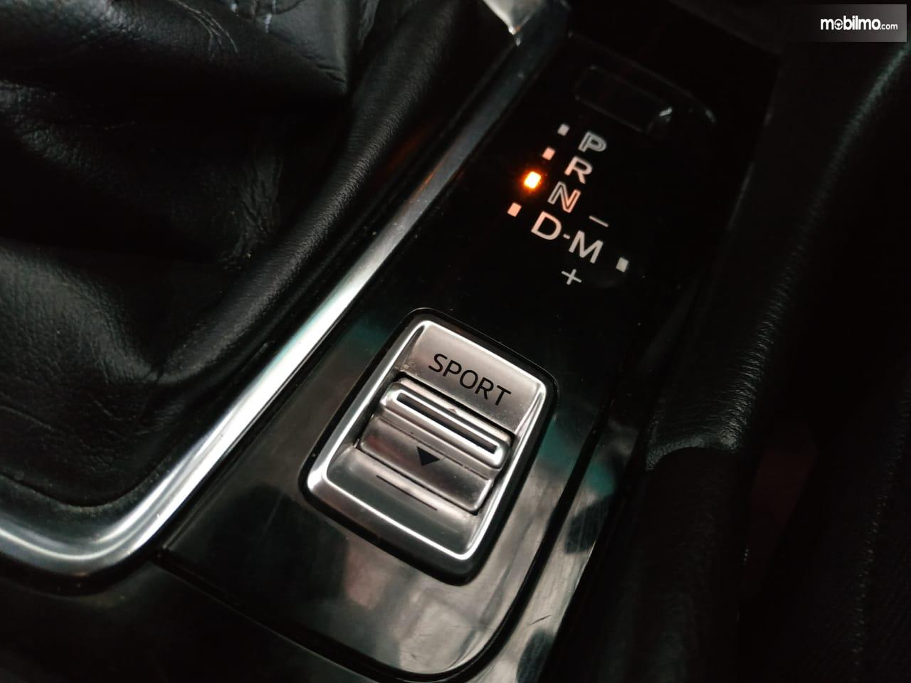 Tuas sport mode pada Mazda 3