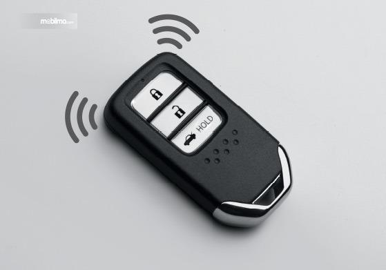 Gambar menunjukkan fitur Remote Honda Amaze 2019