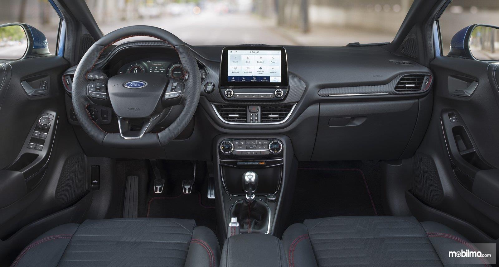 Foto menunjukkan Interior Ford PUMA, modern dengan beragam fitur