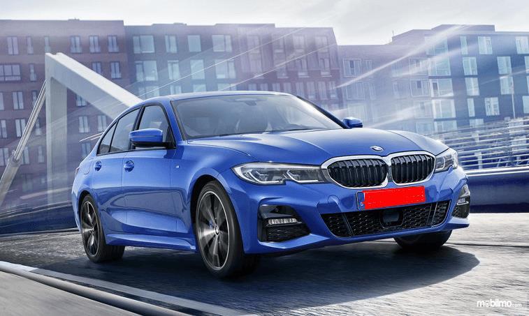 Gambar ini menunjukkan mobil All New BMW Seri 3 2019 tampak depan