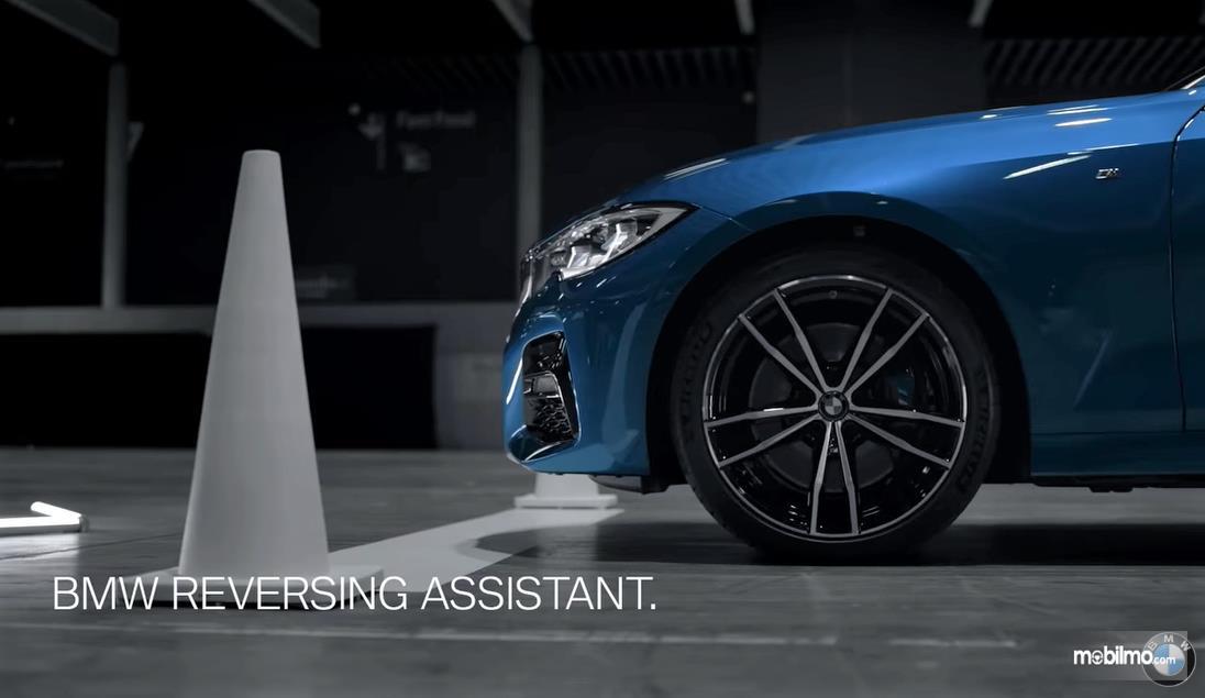 Fitur Reversing Assistant pada BMW Seri 3 (G20)