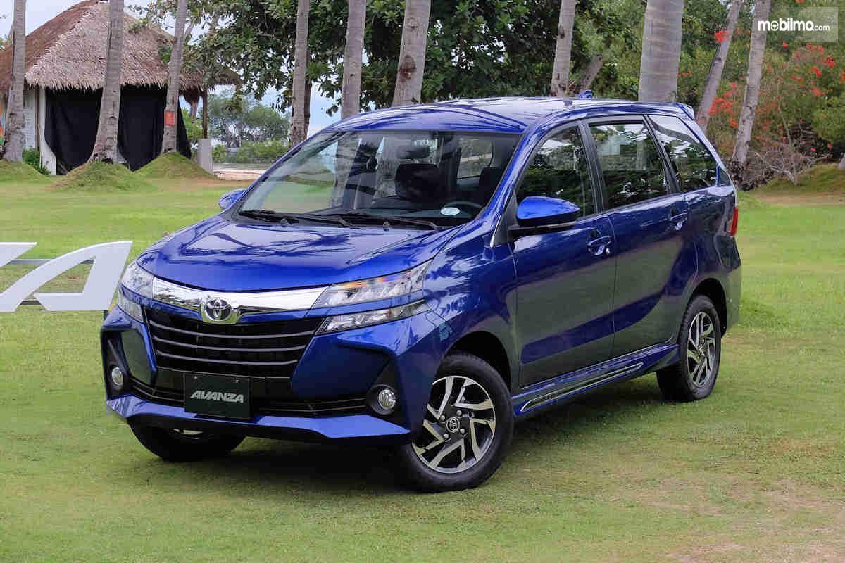 Foto Toyota New Avanza 2019 tampak dari samping depan