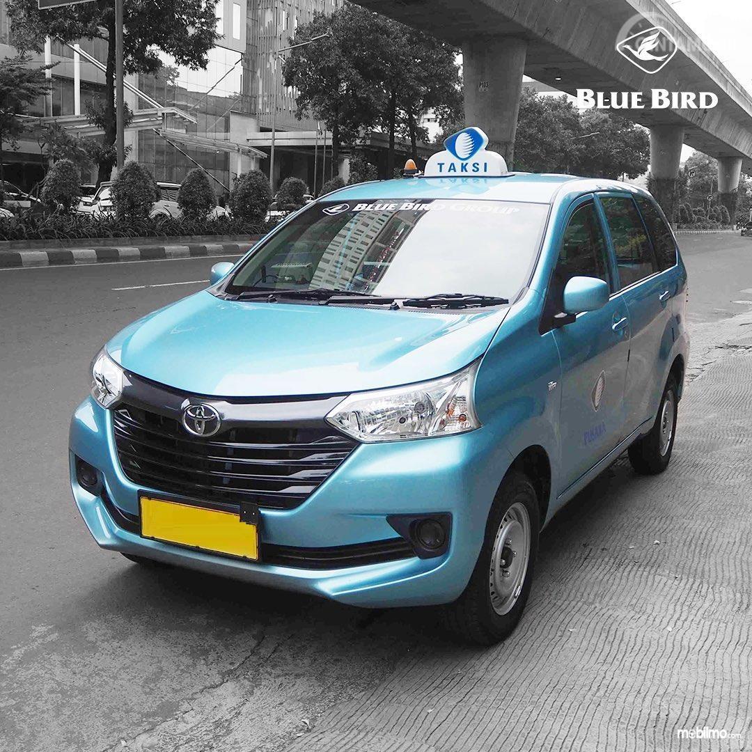 Foto Toyota Transmover jadi armada taksi Blue Bird
