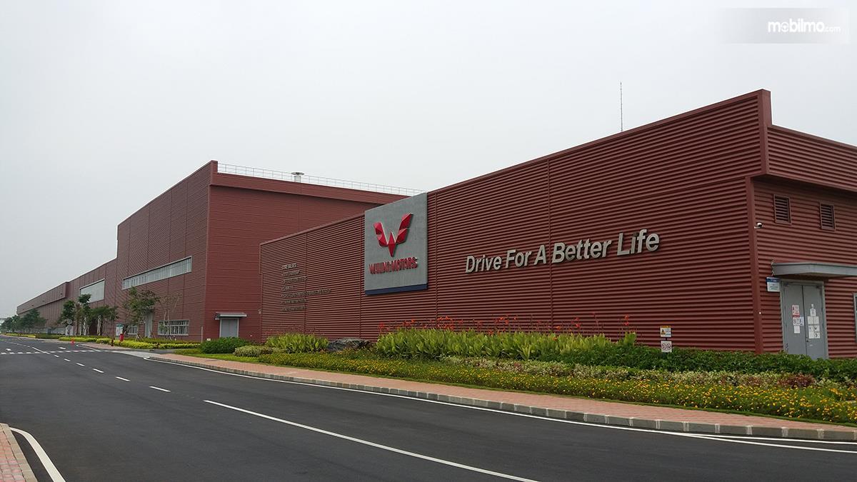 Foto bagian depan Pabrik Wuling di Cikarang