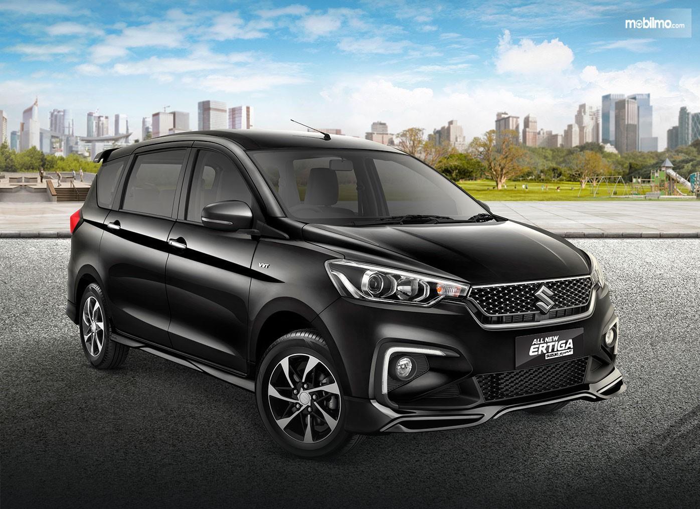 Foto menunjukkan All New Ertiga Suzuki Sport dengan balutan warna hitam