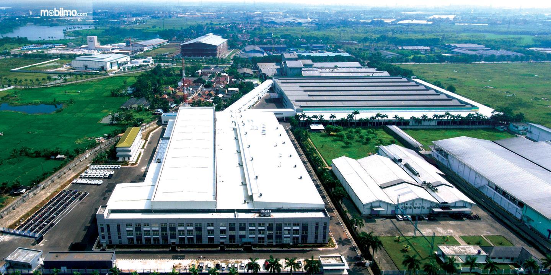 Foto pabrik besar PT Sokonindo Automobile tempat memproduksi mobil DFSK di Indonesia