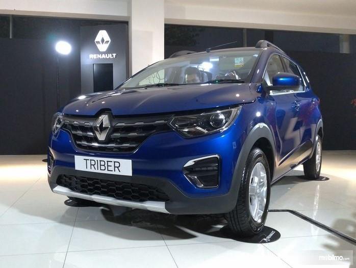 Foto menunjukkan Renault Triber saat diperkenalkan ke media di Indonesia