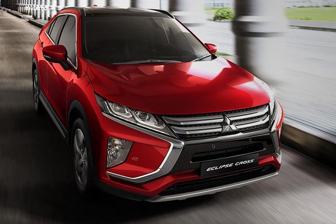 Gambar ini menunjukkan mobil Mitsubishi Eclipse Cross warna merah