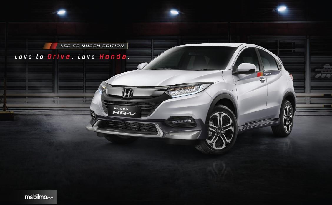 Foto menunjukkan Honda HR-V 1.5e SE Mugen Edition tampak samping depan