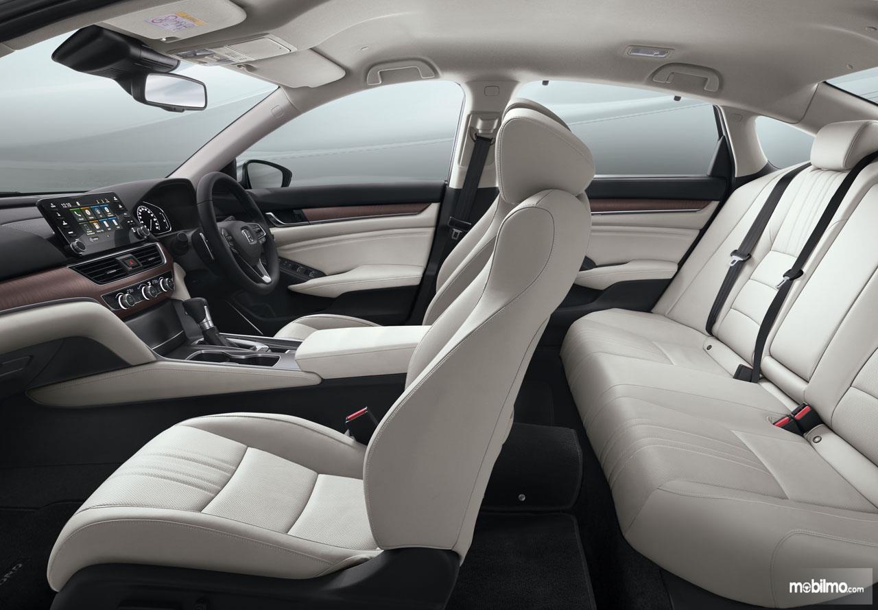 Foto menunjukkan Kabin All New Honda Accord yang begitu lega