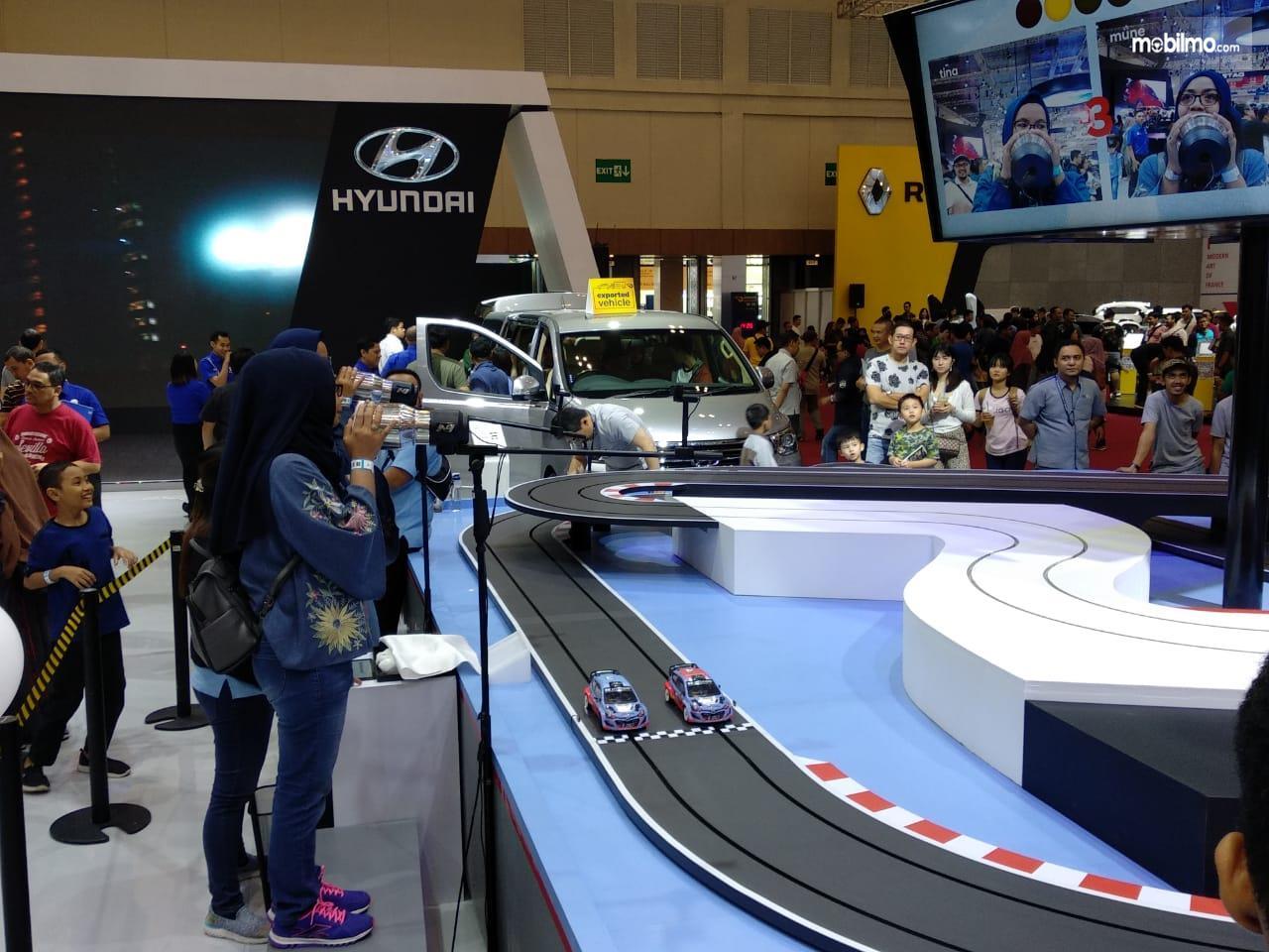 Foto suasana Hyundai Shouting Race Competition di booth Hyundai GIIAS 2019