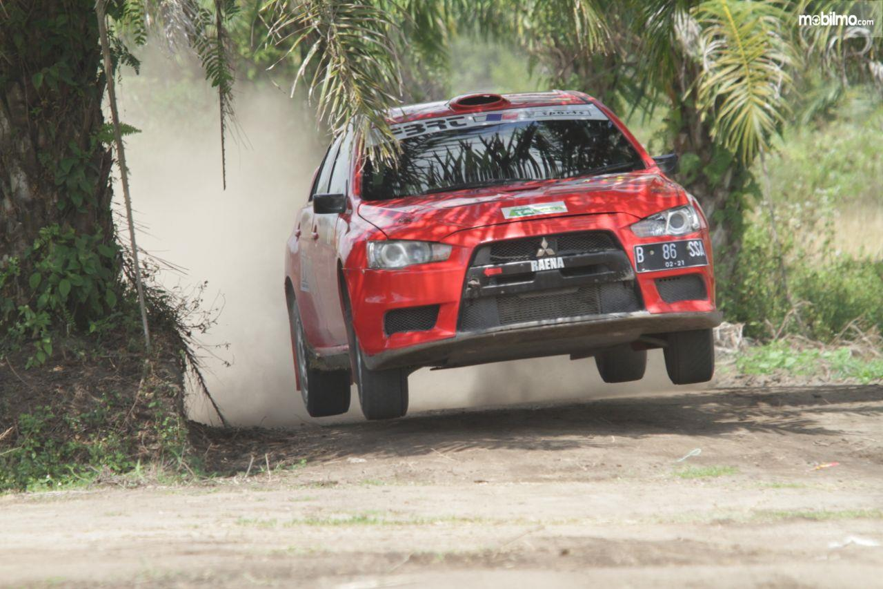Mitsubishi Lancer Evolution X 2008 Rally Car berwarna merah