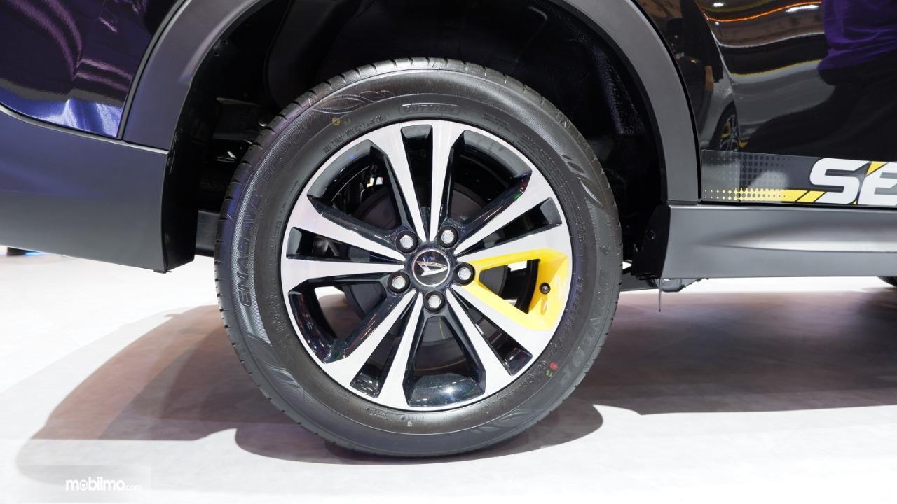 Tampak ban dan pelek belakang Daihatsu Terios SE A/T 2019