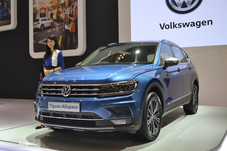 Foto menunjukkan VW Tiguan Allspace di GIIAS 2019