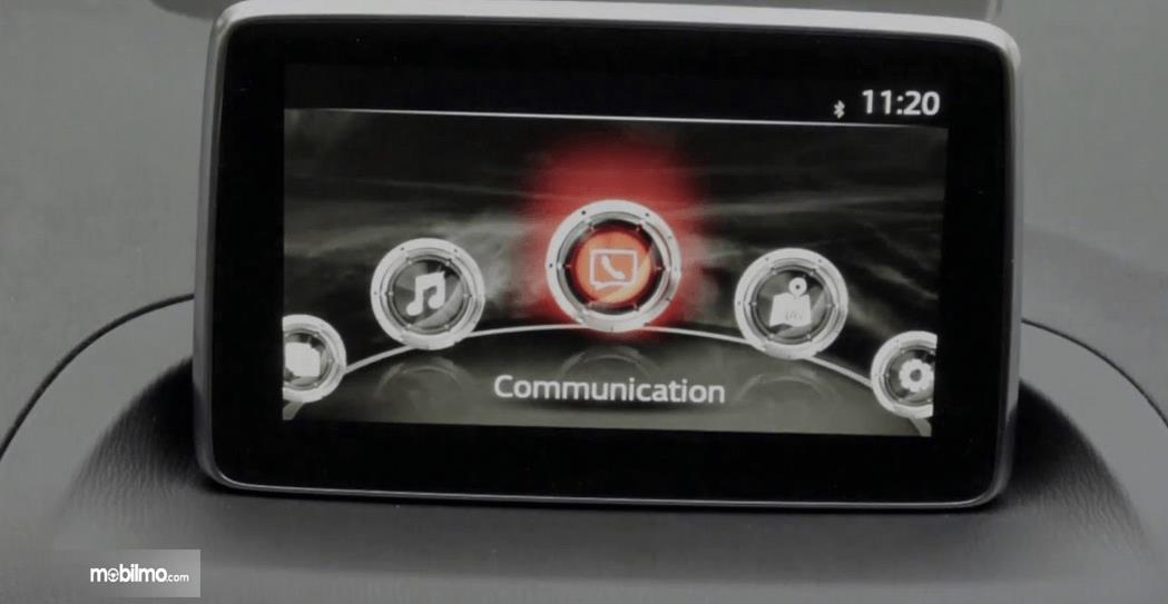 Gambar ini menunjukkan fitur layar pada mobil Mazda CX-3 2016