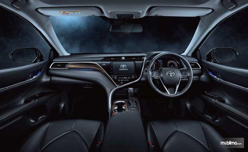 Gambar menunjukkan Interior All New Camry 2.5 2019 tipe V, desain yang sama digunakan untuk yang tipe G