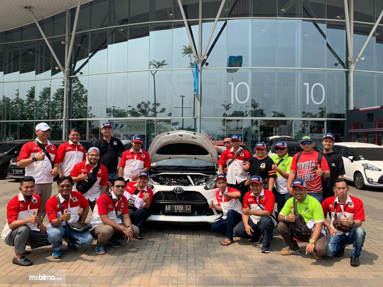 Kegiatan sharing teknis mesin diadakan komunitas Toyota Sienta Community Indonesia