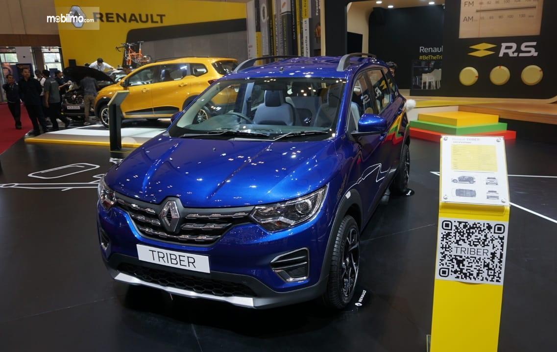 Foto menunjukkan Renault Triber dipamerkan di GIIAS 2019