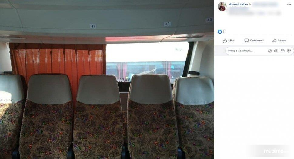 Foto menunjukkan Hording bus Sinar Jaya yang tinggal setengah, setengahnya lagi dicuri orang