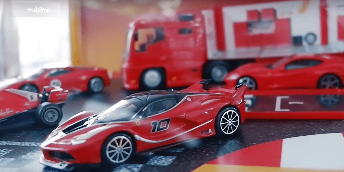 Gambar ini menunjukkan Koleksi Model Mobil Ferrari yang bisa didapat di SPBU Shell