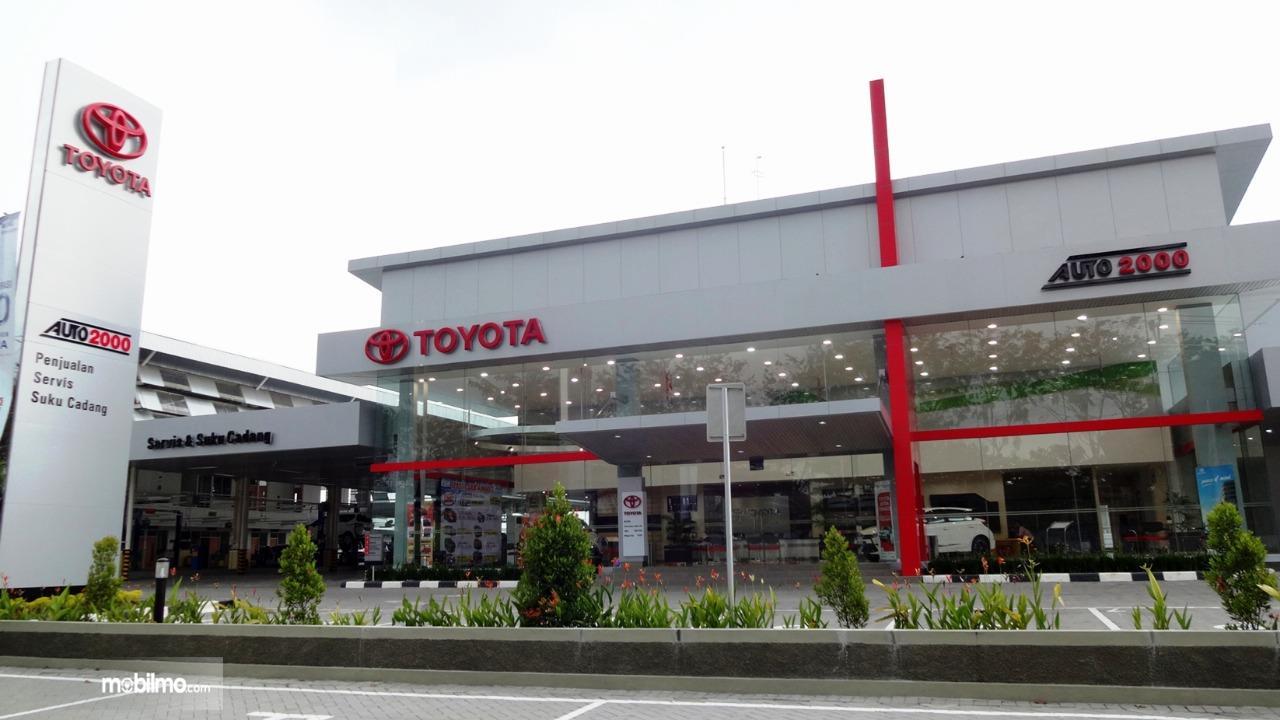 Foto Diler Toyota Auto2000 tampak dari depan