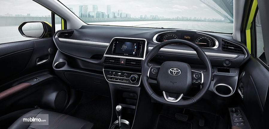 Foto menunjukkan bagian Kabin depan Toyota Sienta facelift 2019