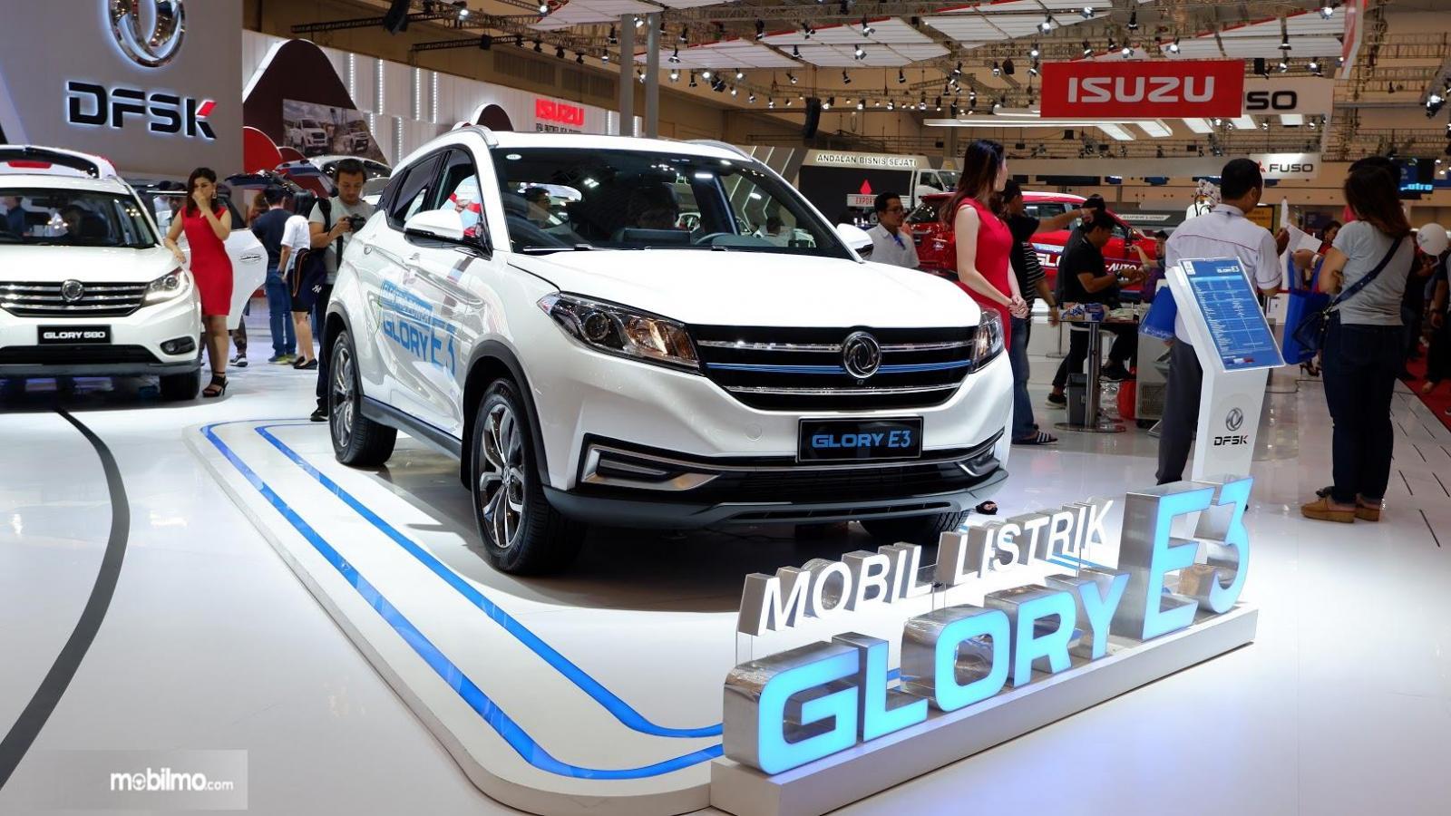 Foto Mobil listrik Glory E3 di pameran GIIAS 2019