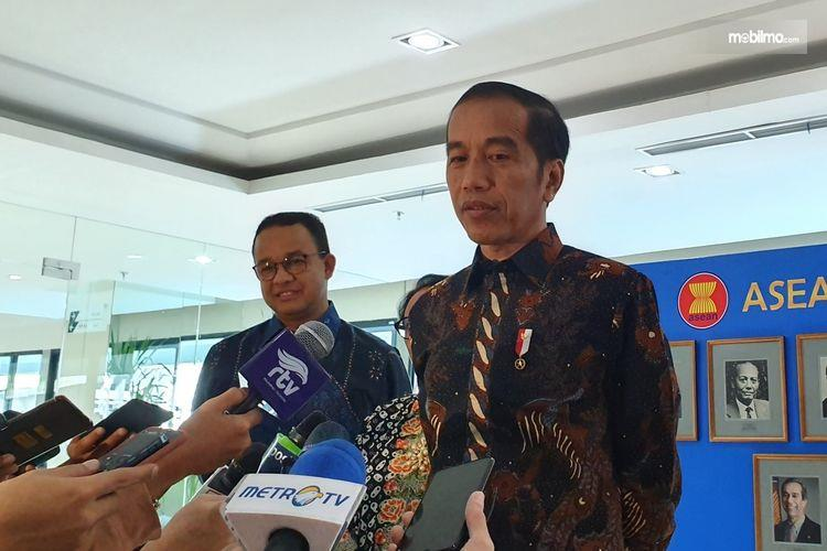 Foto Presiden Joko Widodo dan Gubernur DKI Anies Baswedan saat memberikan pernyataan usai peresmian gedung ASEAN di Jakarta, 8 Agustus 2019