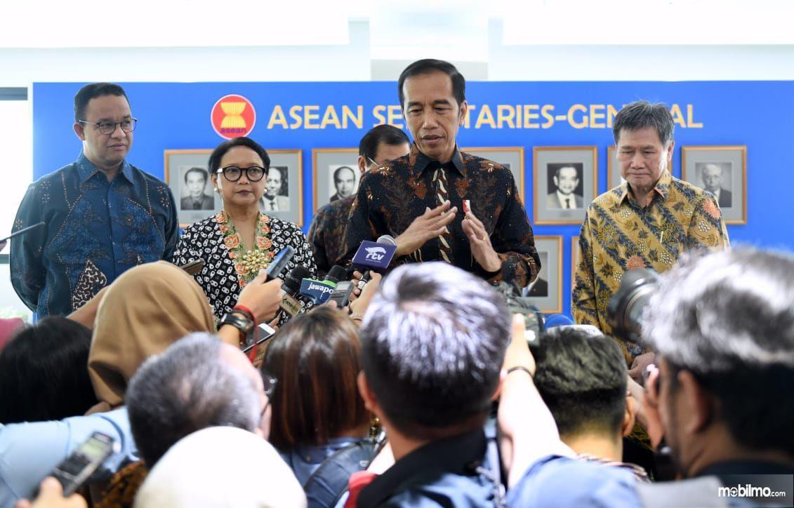 Foto Presiden Joko Widodo usai peresmian Gedung Sekretariat ASEAn di Jakarta, Kamis (8/8/2019)