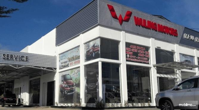 Gambar ini menunjukkan dealer Wuling Maju Motor Bangka Belitung tampak bagian depan