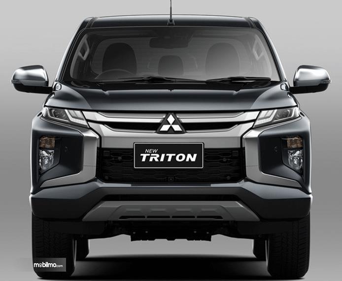 Gambar ini menunjukkan bagian depan mobil Mitsubihi New Triton