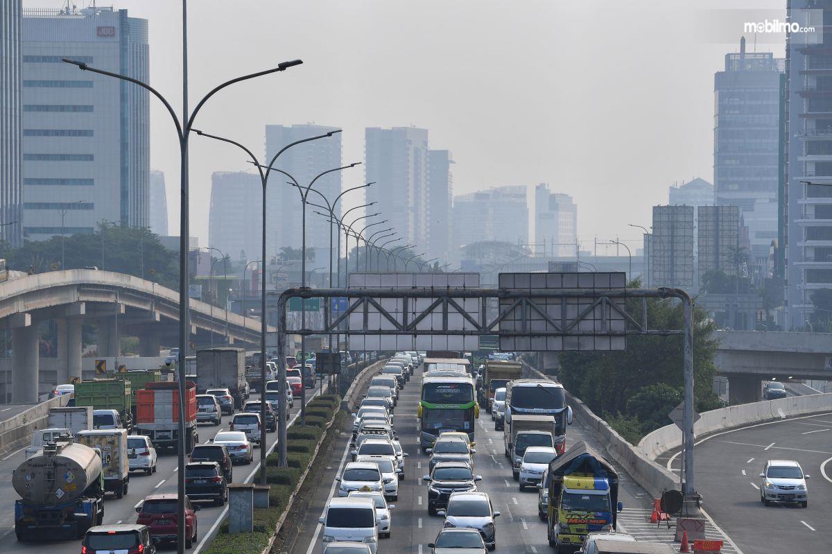 Foto kondisi lalu lintas di salah satu ruas jalan Jakarta